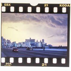#cuba #karibik #caribbean #havana #lahabana #malecon #oldtimer #beetle #volkswagen #diapositiv #perforation #kodak Havana, Cuba, Caribbean, Volkswagen, Weather, Memories, Souvenirs, Weather Crafts, Remember This