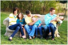 Spring Family Picture Ideas Summer Family Portraits, Spring Family Pictures, Family Photos What To Wear, Outdoor Family Photos, Family Pics, Spring Pics, Family Picture Colors, Family Picture Poses, Family Picture Outfits