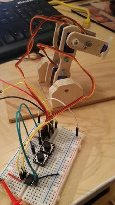 Transfered to ATTINY45, the wooden robot still works fine. ..
