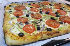 Πίτσα χωριάτικη. Εύκολη πίτσα με άκρως ελληνική γεύση!