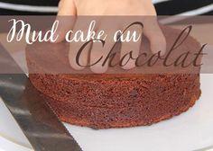 Un gâteau dense et intensément chocolaté, ce biscuit est fondant et pas du tout sec en bouche il sera parfait pour vos layer cakes à la crème et vos gâteaux en pâte à sucre.