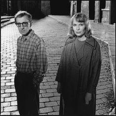 Woody Allen e Mia Farrow sul set di Ombre e Nebbia. Il loro sodalizio è durato più di dieci anni e ha prodotto opere eccezionali come Zelig, La rosa Purpurea del Cairo, Hanna e le sue sorelle e molti altri. ©Mary Ellen Mark