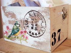 decoracion Decoupage Wood, Napkin Decoupage, Decoupage Vintage, Vintage Crates, Wooden Crates, Decor Crafts, Wood Crafts, Diy And Crafts, Painted Boxes