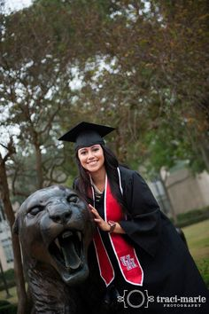 University of Houston Senior Graduation Portraits Houston TX  www.instagram.com/tracimariePhoto  - www.traci-marie.com / www.facebook.com/tracimariePhoto
