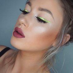 @LolaLiner using new NYX Vivid Brights Liner