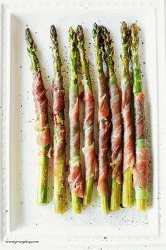 Zielone szparagi pieczone w szynce parmeńskiej - Przepisy kulinarne ze zdjęciami