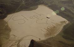 """O vídeo """"A Message To Space"""" tem mais de 69 milhões de visualizações e entrou para o livro dos recordes depois de criar uma enorme mensagem feita com rastro de pneus de 11 Genesis"""