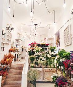 stylishblogger:  Flower shopping ❤️ #lovelypepa  #madrid by @lovelypepa