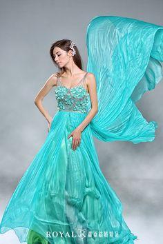 Gown by Royal Wedding / Ariel