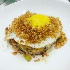 Algo que eu amo fazer: reproduzir para o @felipemeneghetti na nossa cozinha os pratos que comemos em restaurantes e amamos! Hoje foi dia de Ginger Fried Rice do Spice Market NY!
