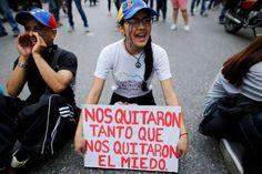 Resultado de imagen para Mujeres en protestas en venezuela 2017