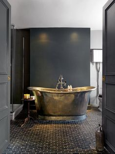Tiny House Bathroom, Small Bathroom, Family Bathroom, Cotswolds Hotels, Tin Bath, Country Modern Home, Copper Bath, Modern Bathrooms Interior, Country House Hotels