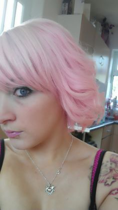 Really nice soft pink. I wouldn't mind be able to get this color when I dye my hair.