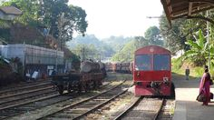 スリランカの鉄道 Train Coming into the Station at Sri Lanka ◆スリランカ - Wikipedia http://ja.wikipedia.org/wiki/%E3%82%B9%E3%83%AA%E3%83%A9%E3%83%B3%E3%82%AB #Sri_Lanka