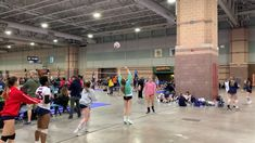 """Setting train - Paramount volleyball club 📍Boardwalk block party/ Atlantic City """"Fixed — Class 1 Volleyball Memes, Volleyball Skills, Volleyball Practice, Volleyball Clubs, Volleyball Training, Volleyball Outfits, Volleyball Workouts, Coaching Volleyball, Beach Volleyball"""