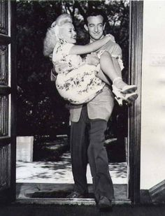 I just found out the my new crush, Harry James, was married to Betty Grable. They are aadorable! Classic Hollywood, Old Hollywood, Trumpet Players, Harry James, Old Music, Hooray For Hollywood, Two Daughters, The Millions, Bombshells