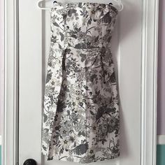 """Gray and White Floral Old Navy Dress!! Gray and White Old Navy Dress! ✅In great condition, only worn twice! ➖Size 4 ➖zips up the side ➖cotton ➖stretchy back for adjusted fit (see 4th picture) ➖strapless ➖29 3/4"""" long from top of bust to bottom of dress Beautiful floral pattern Old Navy Dresses Strapless"""