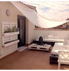 Get inspired with these exterior design ideas! Rooftop Terrace Design, Terrace Decor, Rooftop Patio, Balcony Design, Patio Design, Exterior Design, House Design, Terrazas Chill Out, Terrasse Design