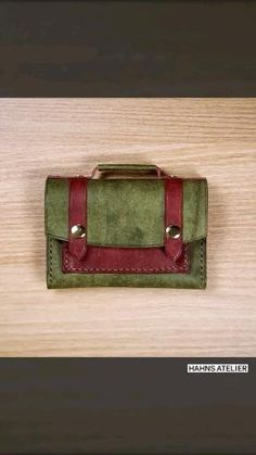Leather Diy Crafts, Leather Bags Handmade, Leather Projects, Leather Craft, Leather Bag Tutorial, Leather Wallet Pattern, Leather Working Patterns, Fabric Bags, Leather Keychain