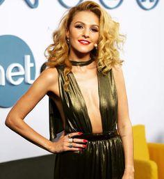 Tamta, elegant & sexy(!) in Stelios Koudounaris dress. Find the look at Xamam | www.xamamclothes.com #xamamphilosophytowear #ταμτα #stelioskoudounaris #sexydress #bronze #fashion #fabulous #celebrities #singer #fashionicon