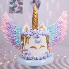 Bolo de Unicórnio super fofo que estará domingo no nosso canal do YouTube! #unicórnio #bolo #bolodeunicórnio