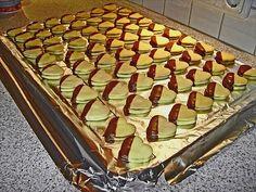 Vanilla hearts with nougat filling - Plätzchen - Kekse Baking Recipes, Cookie Recipes, Snack Recipes, Dessert Recipes, Christmas Desserts, Christmas Baking, Holiday Recipes, Great Recipes, Christmas Recipes