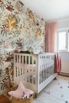 Een dieren babykamer voor meisjes (THE REVEAL/week boxroomnursery Baby Bedroom, Baby Room Decor, Girls Bedroom, Nursery Decor, Nursery Ideas, Box Room Nursery, Girl Nursery, Woodland Nursery Girl, Nursery Curtains
