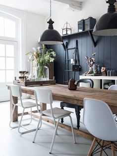 mixing white, black & natural wood