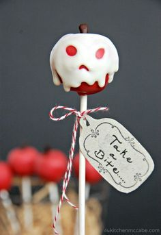 "Pull an Evil Queen and concoct some ""poisoned"" apple cake pops. This links to an amazing variety of Disney desserts & treats. Pull an Evil Queen and concoct some ""poisoned"" apple cake pops. This links to an amazing variety of Disney desserts & treats. Halloween Cake Pops, Halloween Desserts, Spooky Halloween Cakes, Postres Halloween, Recetas Halloween, Halloween Party, Disney Halloween, Holloween Cake, Halloween Apples"