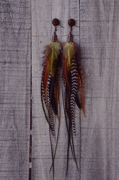 The natural, earthy tones makes these feather earrings the perfect addition to any daily wardrobe. These feather earrings includes a mix of greens, browns, creams and natural colored feathers. Each fe
