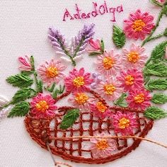 Bordado de Cesta con Margaritas In this tutorial I show you how to embroider a basket of daisies. Diy Embroidery Patterns, Ribbon Embroidery Tutorial, Hand Embroidery Videos, Embroidery Flowers Pattern, Creative Embroidery, Simple Embroidery, Learn Embroidery, Crewel Embroidery, Geometric Embroidery