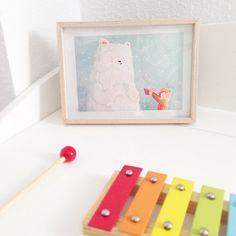 Me gustan tanto las #postalessolidarias del #winterprojectlife2014 de @maowdesign que algunas las he puesto en un marco para decorar. Qué os parece? #postales #deco #niños #navidad | por Medias y Tintas