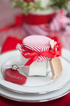 red and white holiday decor ideas