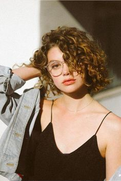New hair cuts curly natural curls ideas Permed Hairstyles, Hairstyles With Bangs, Trendy Hairstyles, Straight Hairstyles, Feathered Hairstyles, Wedge Hairstyles, Bangs Hairstyle, Black Hairstyles, Hairstyles 2018