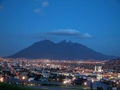 Imagen de la ciudad de #Monterrey, en el estado mexicano de #NuevoLeon, durante la noche.
