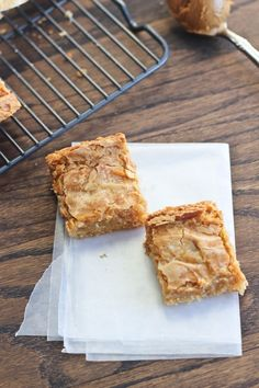 cookie butter pie A twist on the St. Creamy Biscoff spread is added to the gooey cream cheese layer for added sweet caramely flavor. Speculoos Cookie Butter, Butter Cookies Recipe, Easy Sugar Cookies, Biscoff Cookies, Gourmet Recipes, Baking Recipes, Sweet Recipes, Cake Recipes, Dessert Recipes
