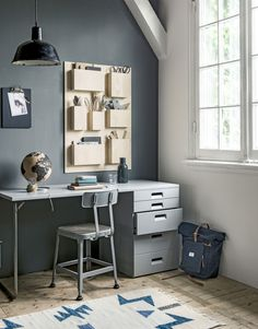 If you love vintage industrial interior decor, save this pin! This home office is perfect for teens and adults #office