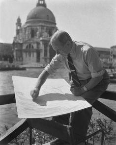 Il pittore Joan Mirò in una foto del 1952