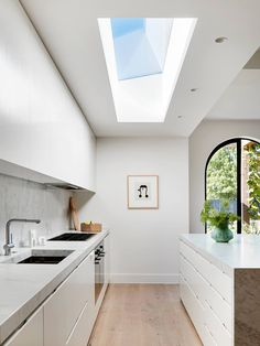 The Terrace Designer // 5 Ways to Brighten your Dark Terrace House · Jillian Dinkel Designs Don't blame your terrace house for being dark and sad! Here are my top tips to bring more natural light into your terrace house by Jillian Dinkel Designs Australian Interior Design, Interior Design Awards, Home Interior, Kitchen Interior, Interior Architecture, Flat Interior Design, Interior Colors, Terraced House, Home Design