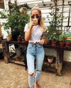 Pinterest @aveyyyaves  White tee, high waisted denim.  Street style, street fashion, best street style, OOTD, OOTD Inspo, street style stalking, outfit ideas, what to wear now, Fashion Bloggers, Style, Seasonal Style, Outfit Inspiration, Trends, Looks, Outfits.