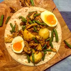 Suriname Food, Asian Kitchen, Fish And Meat, Honey And Cinnamon, Caribbean Recipes, Super Healthy Recipes, Nairobi, Slow Cooker, Food And Drink