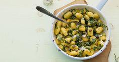 Für die besondere Würze im Kartoffelklößchen-Mix sorgen eingelegte Kapern. Aber klar, wer Kapern nicht mag, lässt sie einfach weg.