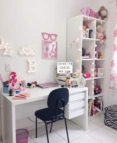 Girl Room Decor Ideas - How can a teenage girl decorate a small bedroom? Girl Room Decor Ideas - Where do I start to decorate my bedroom? Girl Bedroom Designs, Room Ideas Bedroom, Small Room Bedroom, Home Decor Bedroom, My Room, Girl Room, Girls Bedroom, Bedrooms, Study Room Decor