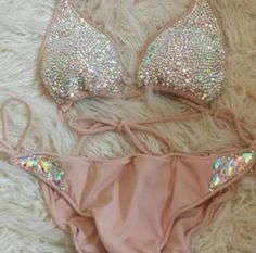 I LOVE LOVE LOVE THIS BIKINI! THIS ITEM FOR A POOL DAY WOULD BE AMAZING