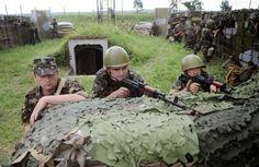 А теперь удивляемся, что Путин ведет себя очень нагло и открыто вводит войска в Украину? А почему он должен бояться беззубого врага? Почему ...