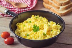 Scrambled eggs are one of the easiest recipe of all egg recipes. This healthy and yet so tasty to put on table in breakfast or dinner. Dinner Recipes For Kids, Healthy Dinner Recipes, Healthy Snacks, Breakfast Recipes, Healthy Eating, Egg Recipes, Indian Food Recipes, Ethnic Recipes, Low Carb Indian Food