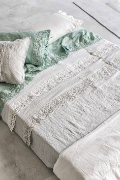 #danieladallavalle #artepura #fw15 #collection #white #green #bed #sheets #pillows