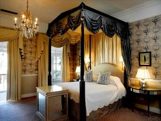 Suite talk at Mount Nelson.