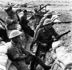 Soldiers of the Polish Independent Carpathian Rifle Brigade positioned in a trench at Tobruk, 1941.