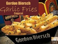 You'll even embrace garlic breath when you get a load of this great side dish recipe. Copycat Gordon Biersch Garlic Fries may pack a strong punch of flavor, but that's also part of what makes them so yummy! Vegetarian Recipes, Snack Recipes, Cooking Recipes, Snacks, Potato Recipes, Veggie Recipes, Good Food, Yummy Food, Restaurant Recipes